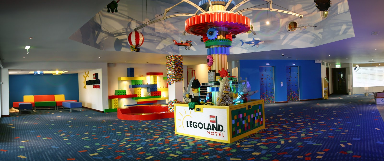 A pre opening walk around legoland windsor resort 39 s new hotel kip hakes for Hotels near legoland with swimming pool