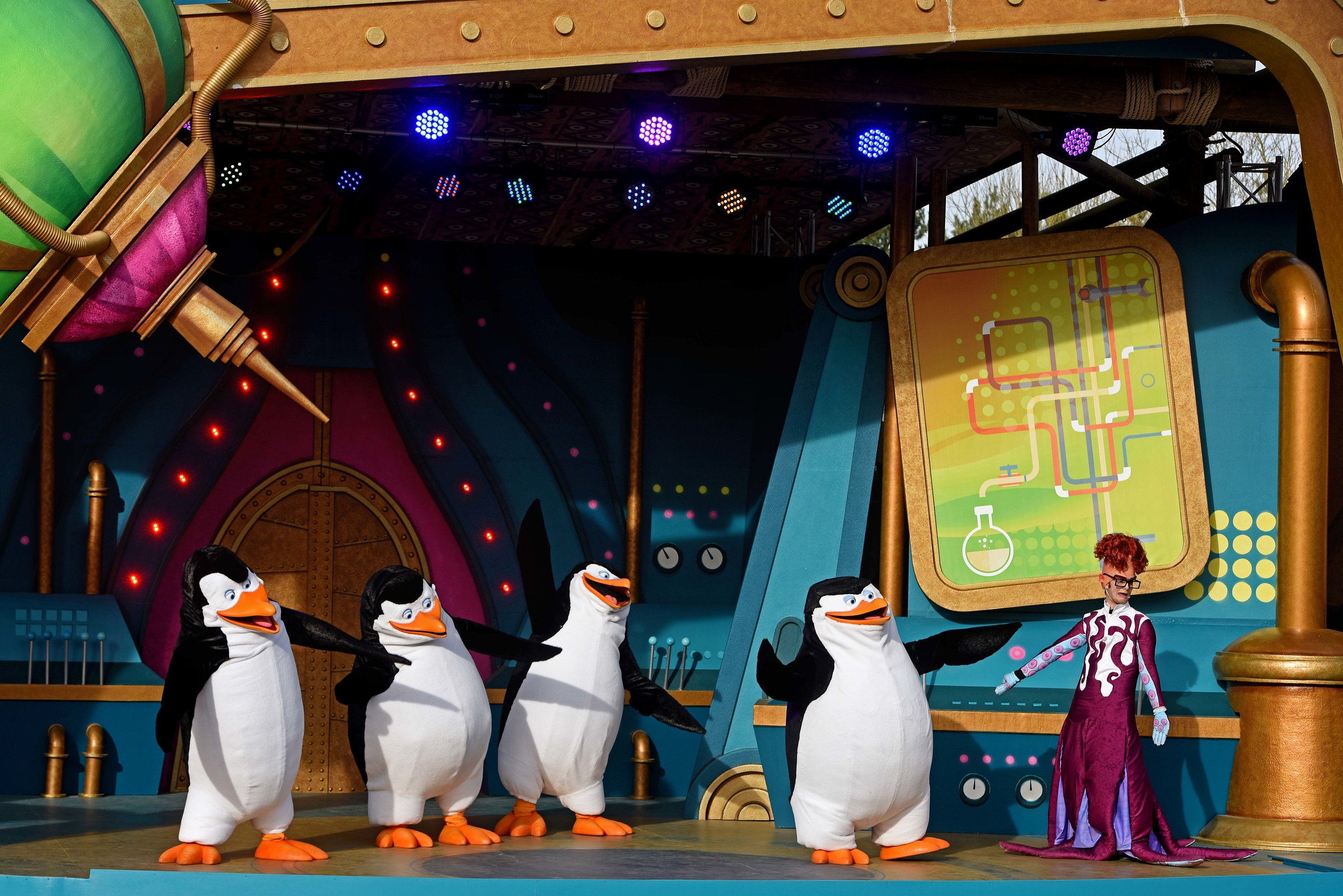 The Characters Of Penguins Madagascar Live