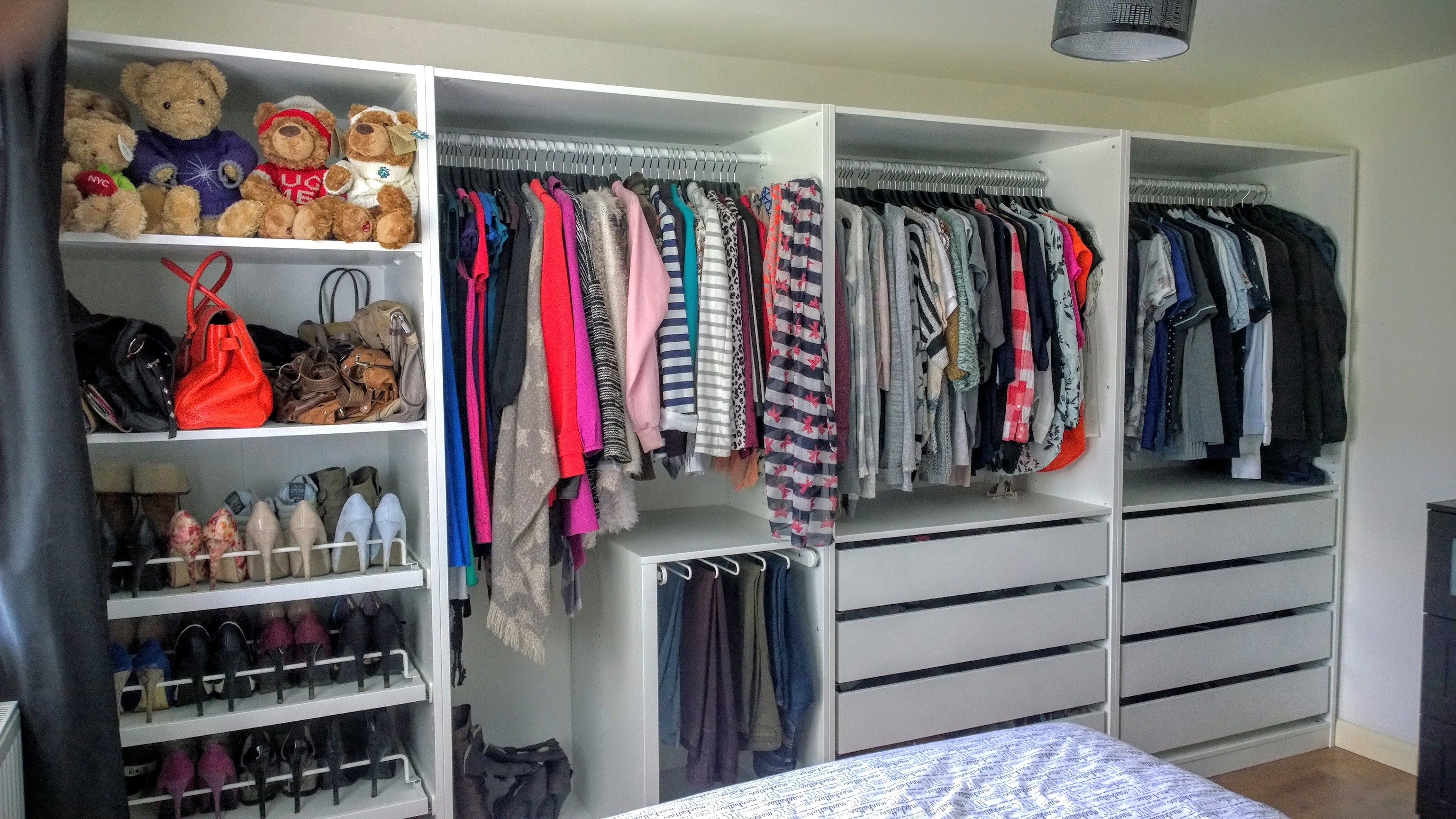 open plan storage with ikea pax wardrobes kip hakes. Black Bedroom Furniture Sets. Home Design Ideas
