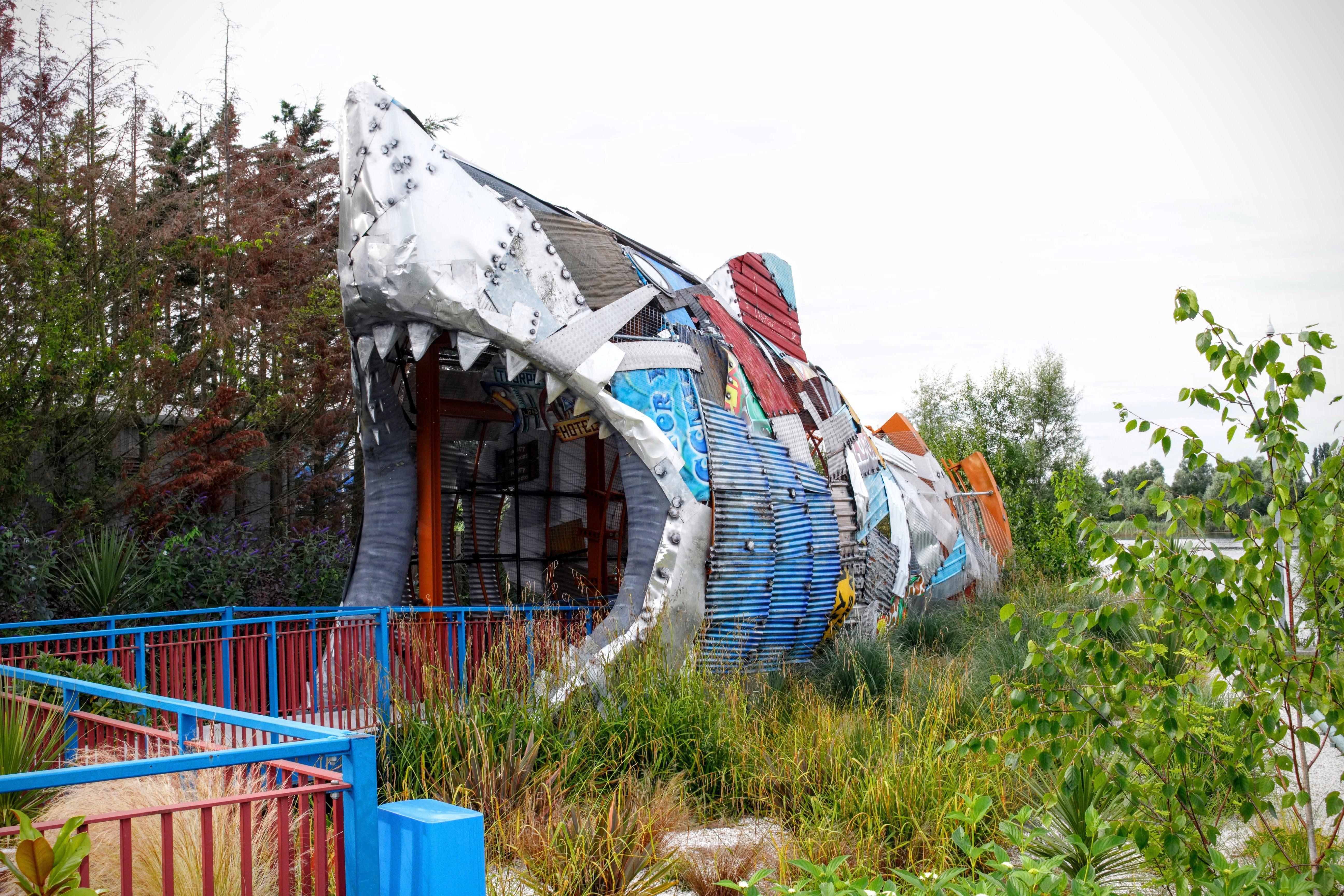 Review Thorpe Shark Hotel Bite Sized Accomodation