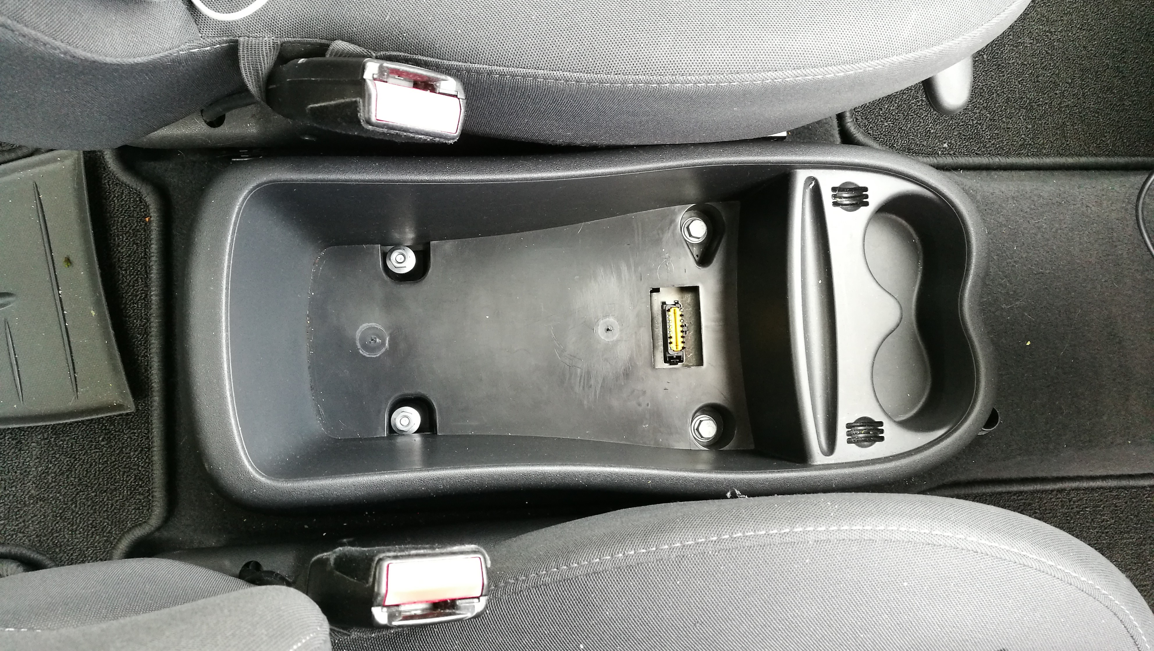 How To - Fit a Sliding Armrest into a Renault Scenic - Kip Hakes