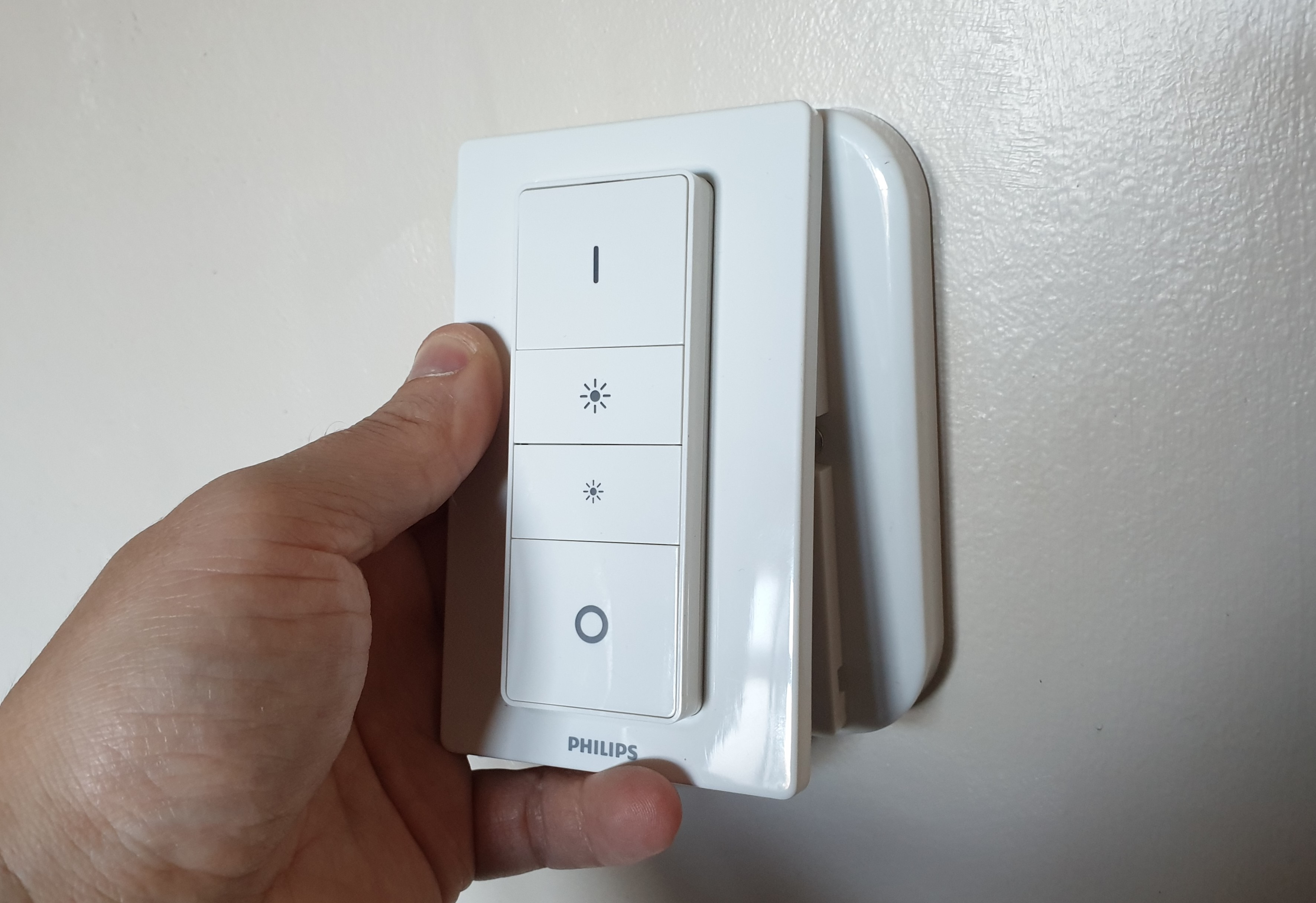 The Hue Switch simply pops onto the Samotech SM200 Light Switch Cover