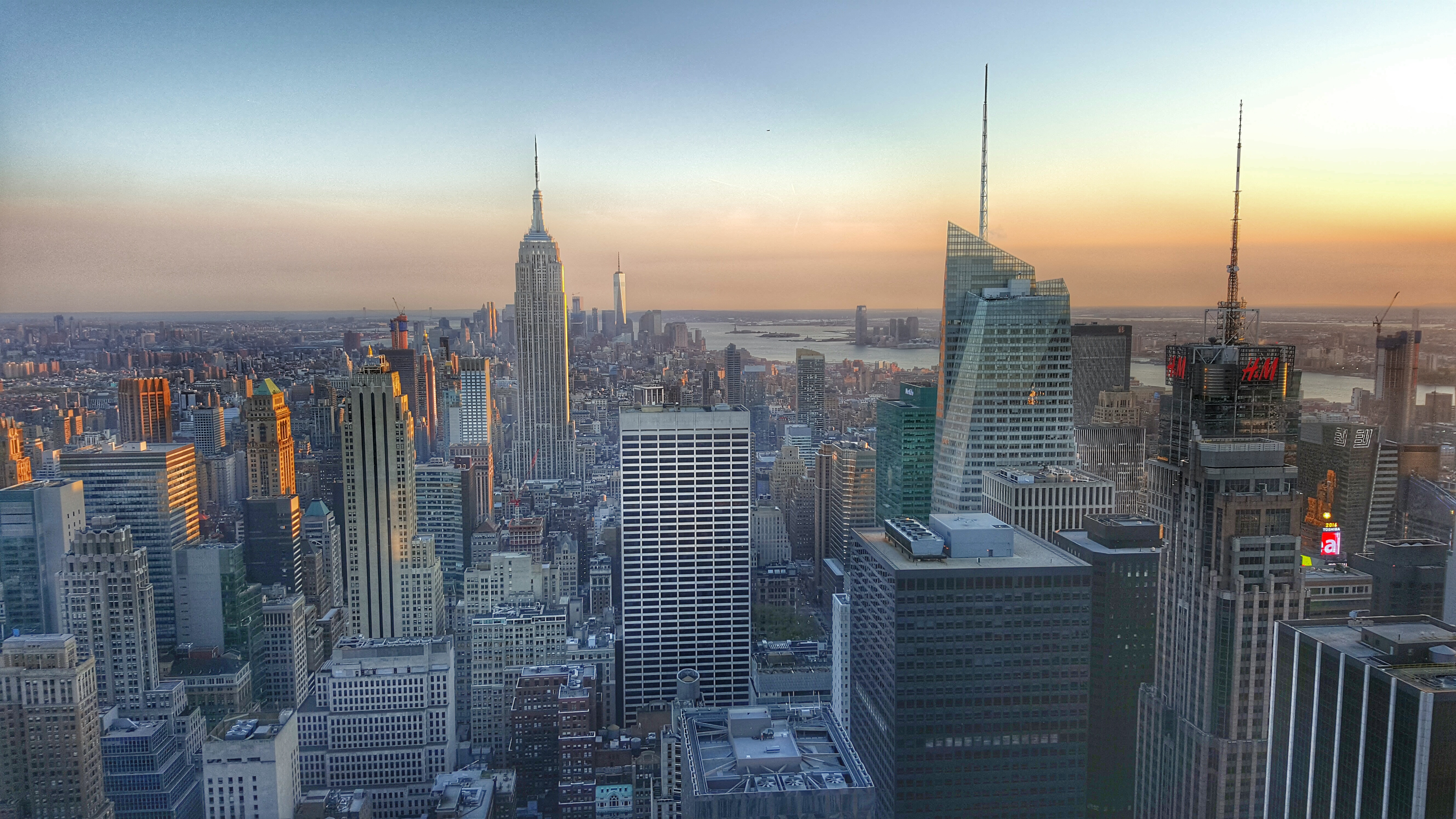 Sunset from the Top of the Rock is one of my 5 things you MUST do in New York.
